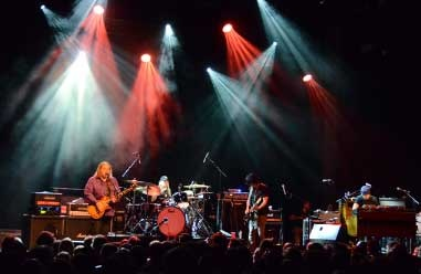 Gov't Mule Welcome Guests at Major Rager