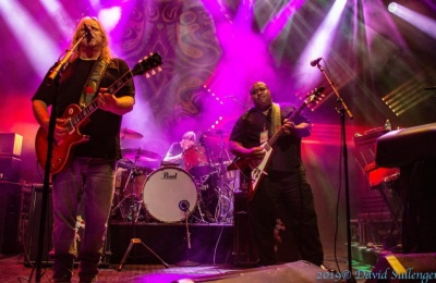 Gov't Mule Honors Robert Hunter & Welcomes Larry McCray In Detroit